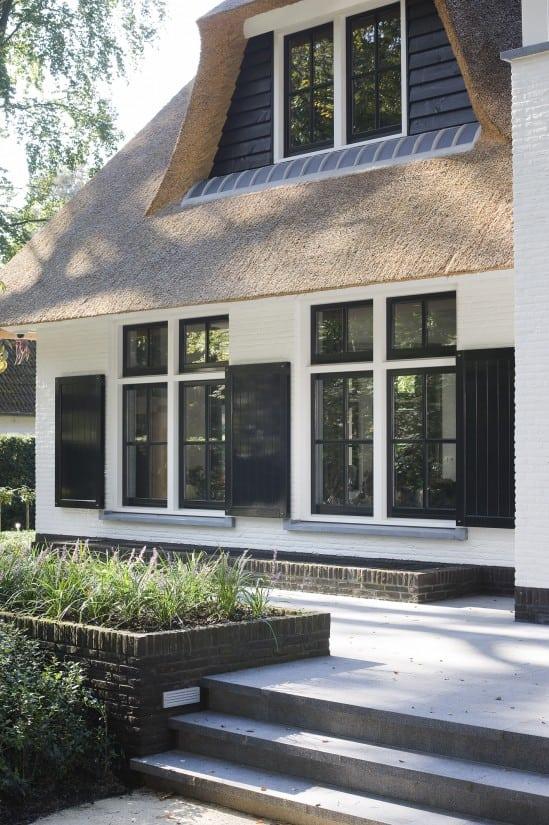 1. Rietgedekte villa bouwen, detail voorgevel landhuis Veluwe
