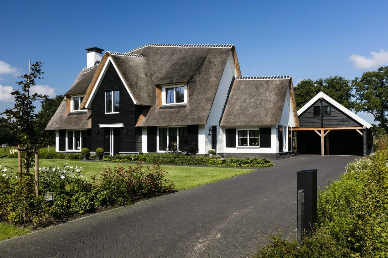 1. Rietgedekte villa bouwen, landhuis rietgedekt en wit gekeimd
