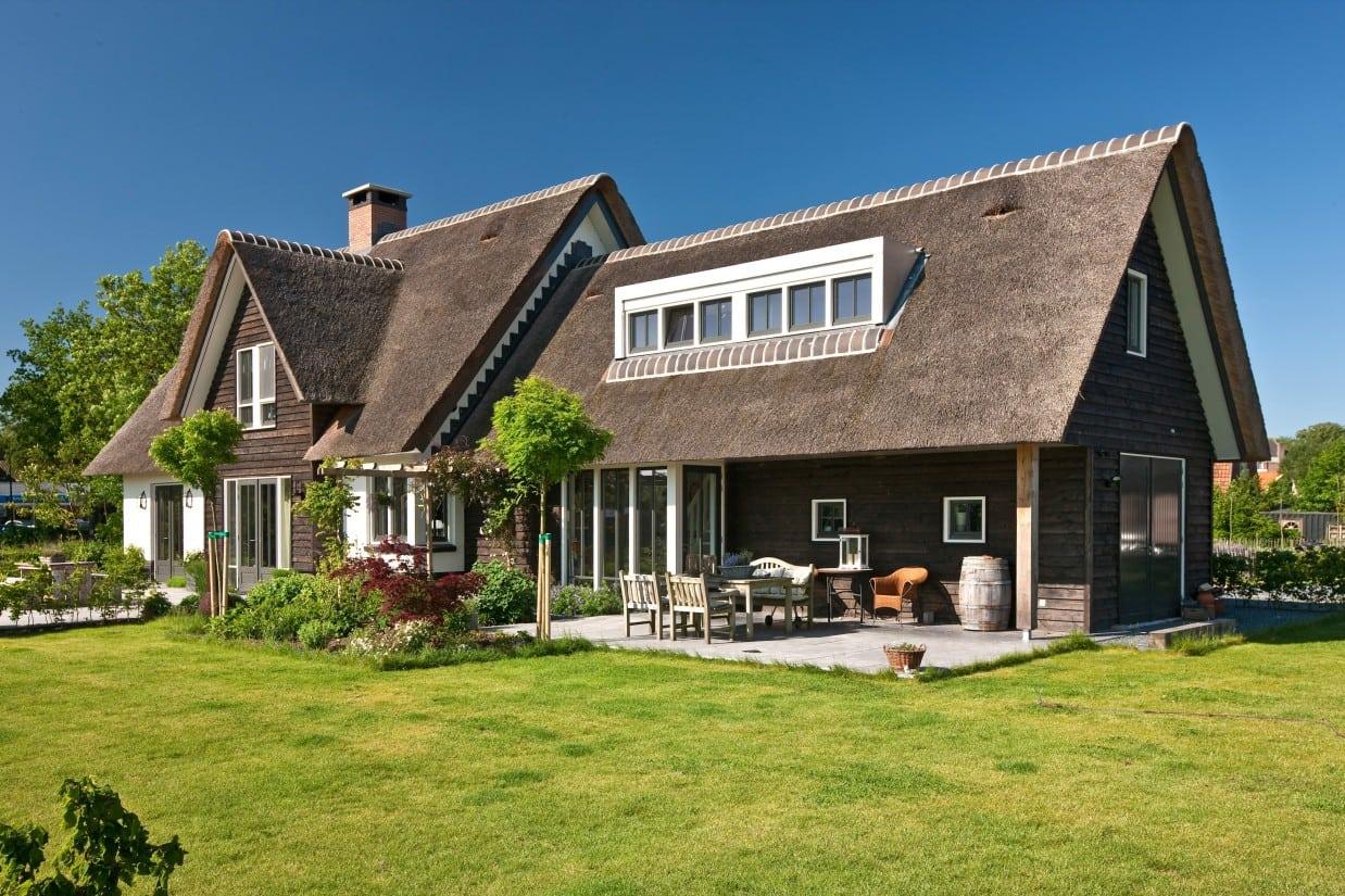 1. Rietgedekte villa bouwen, rietgedekte villa te Soest