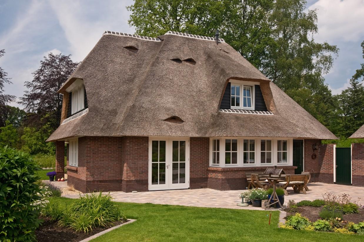 10. Rietgedekte villa bouwen, een rieten dak, zoals je het graag ziet