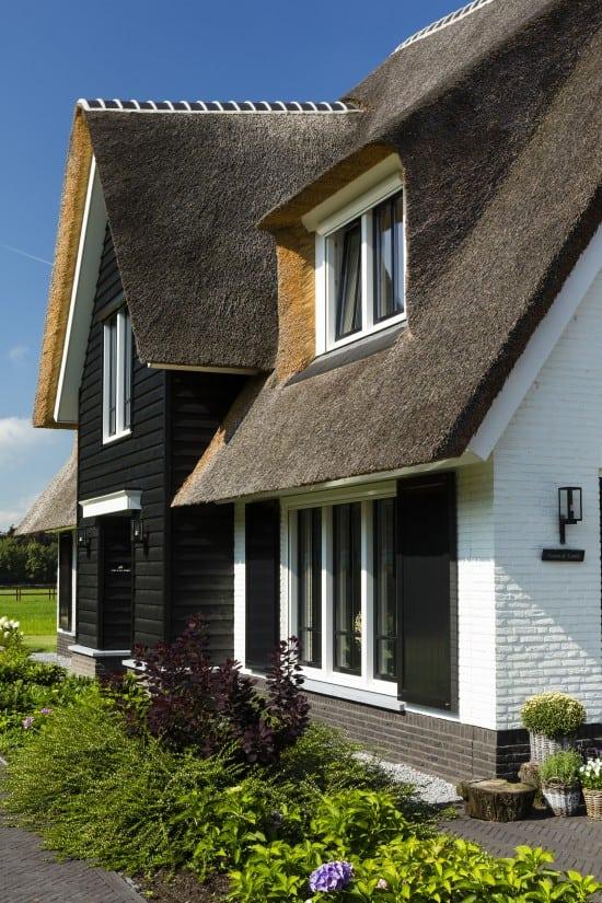 10. Rietgedekte villa bouwen, landhuis detail voorgevel