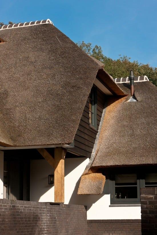 10. Rietgedekte villa bouwen, raamkozijn met een zeer luxe afwerking