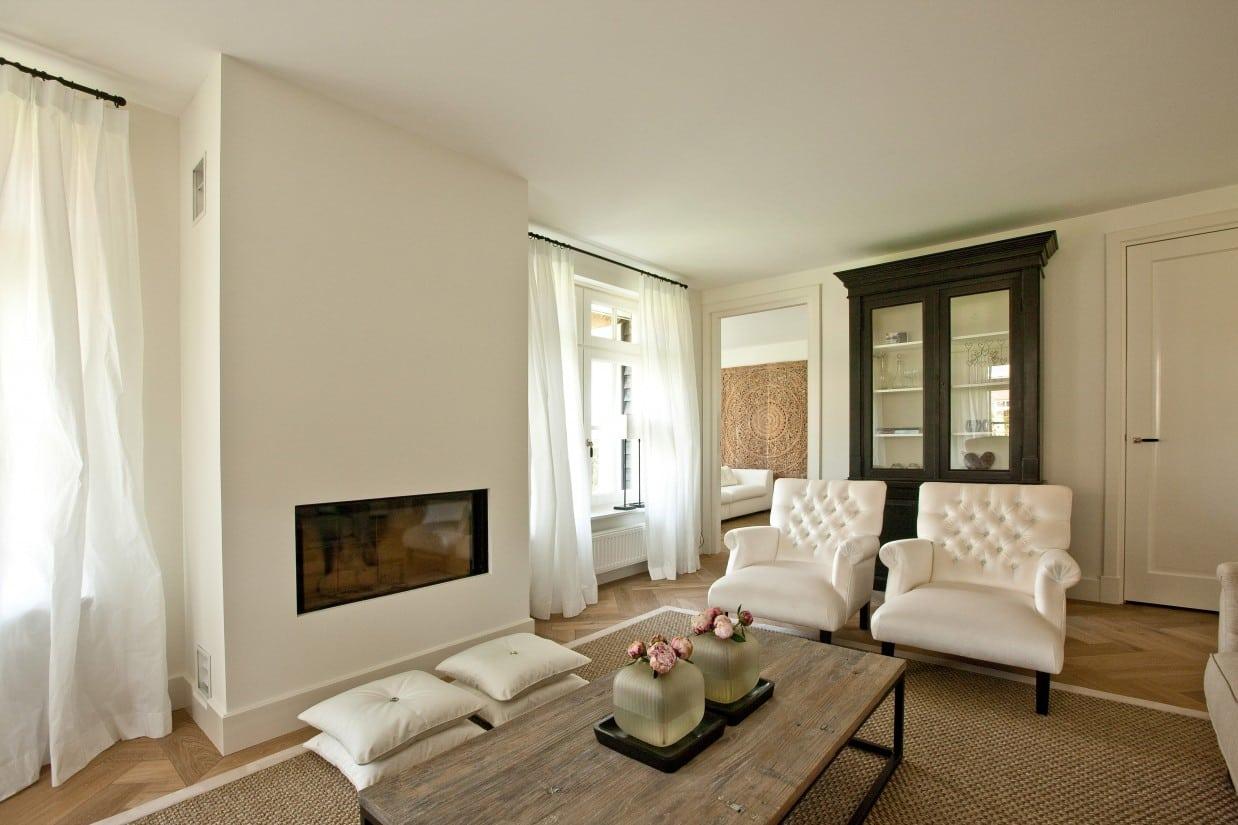 10. Rietgedekte villa bouwen, ruime en lichte woonkamer