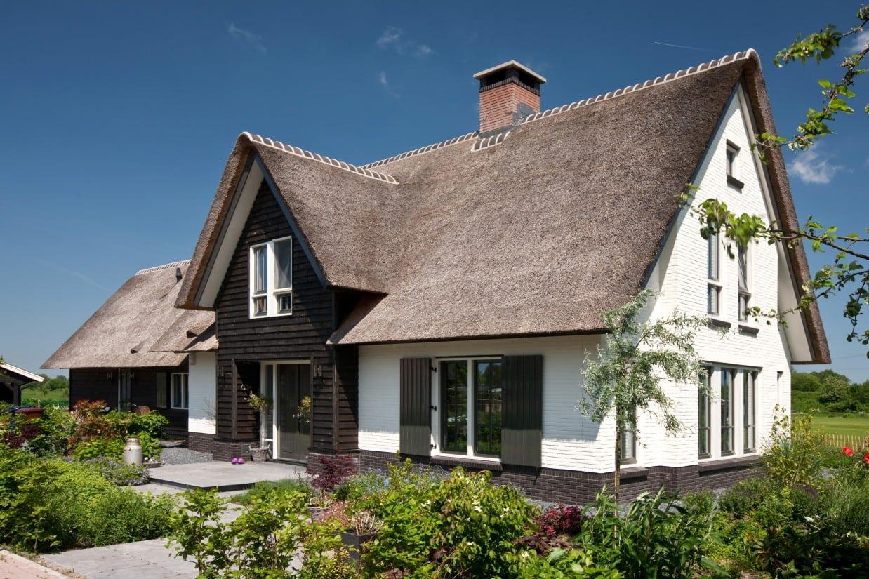 10. Rietgedekte villa bouwen, villabouw met luiken in het mooie landschap te Soest