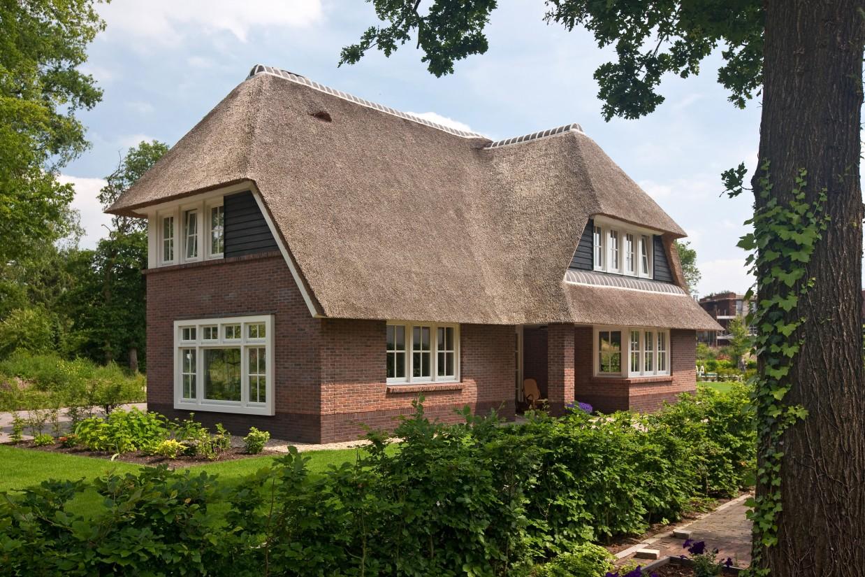 11. Rietgedekte villa bouwen, traditioneel gebouwde droomvilla