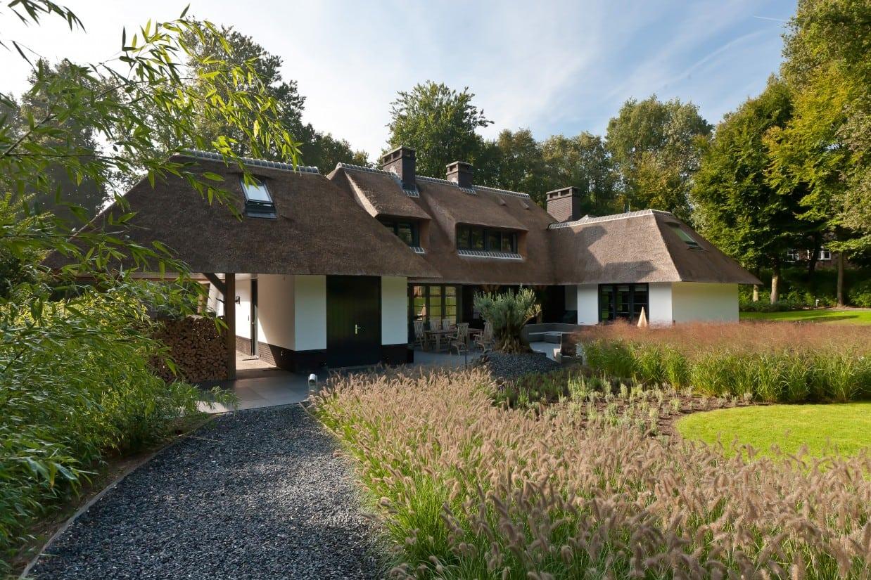12. Rietgedekte villa bouwen, villabouw in prachtige omgeving
