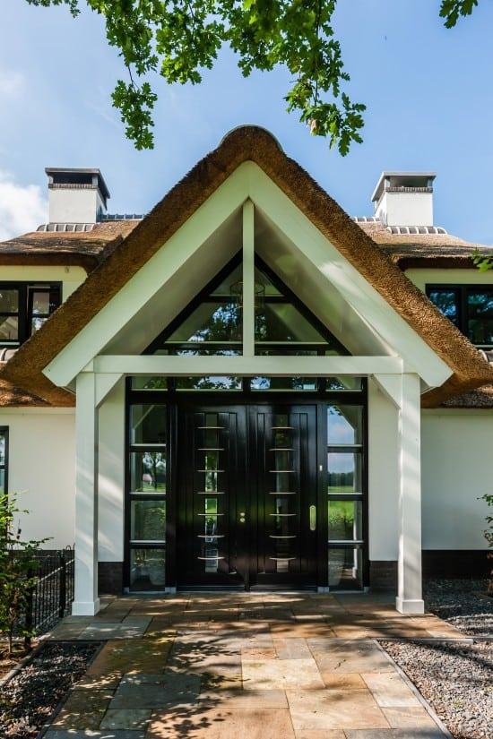 13. Rietgedekte villa bouwen, entree