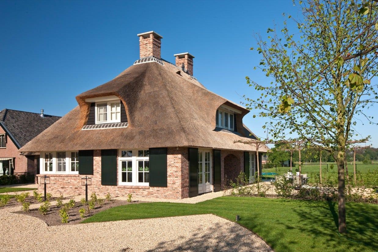 13. Rietgedekte villa bouwen, rietgedekt landhuis met vrijstaande garage te Scherpenzeel