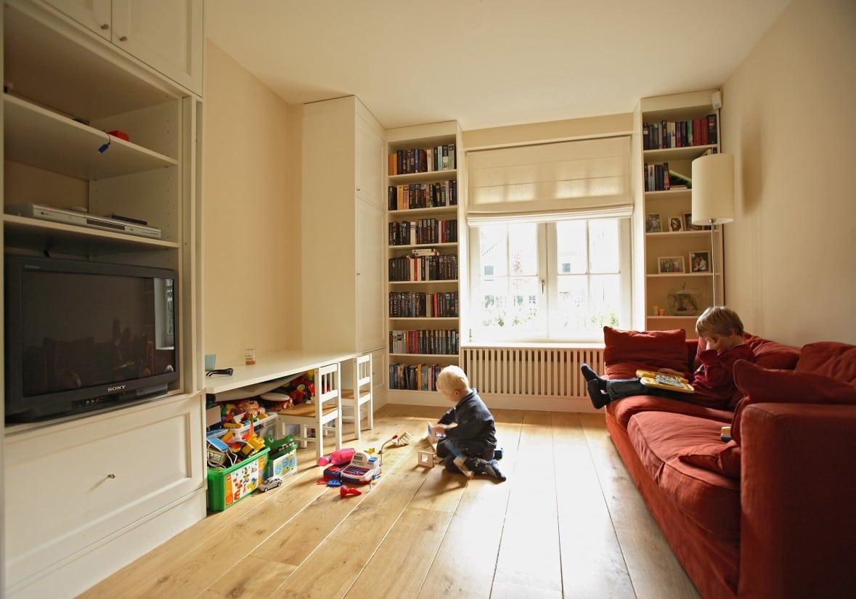 13. Rietgedekte villa bouwen, tv kamer, speelkamer kan niet ontbreken in de vrijstaande rietgedekte villa te Zeist