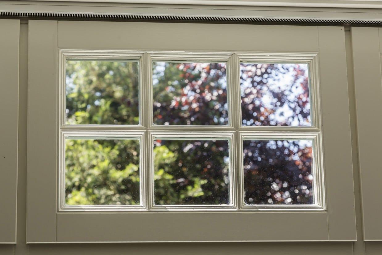 15. Rietgedekte villa bouwen, klassieke roedes in houten raam