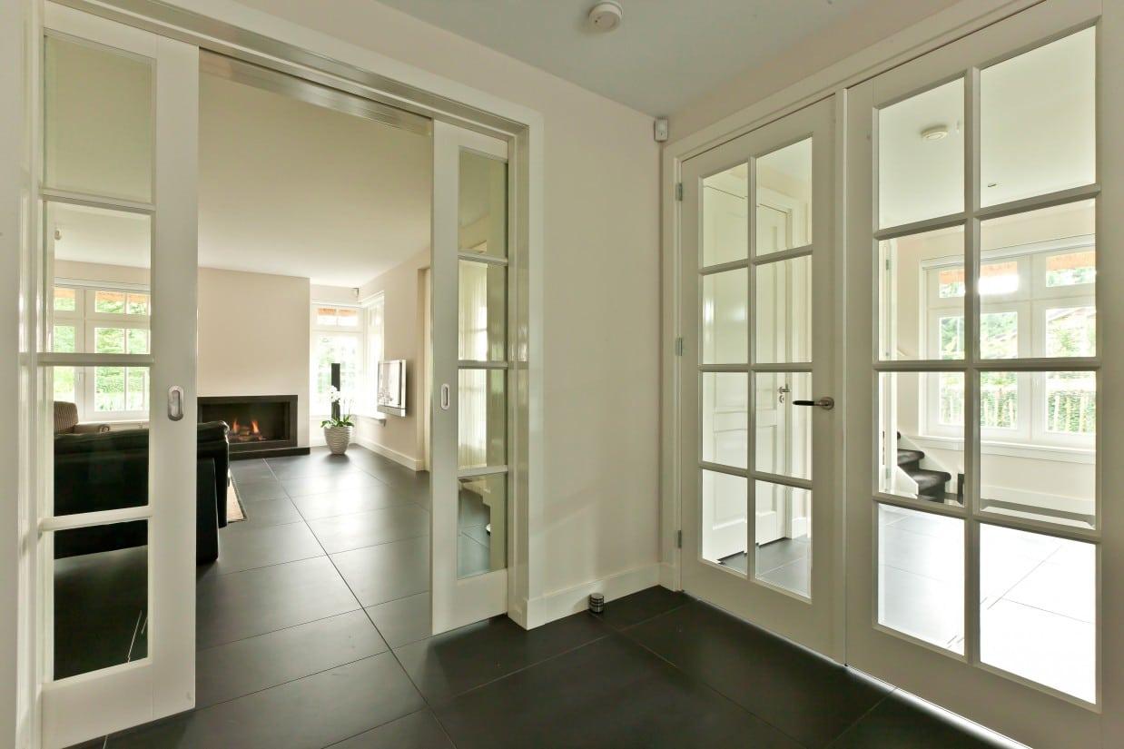 15. Rietgedekte villa bouwen, woonkamer, keuken met veel daglicht, dus veel zonlicht