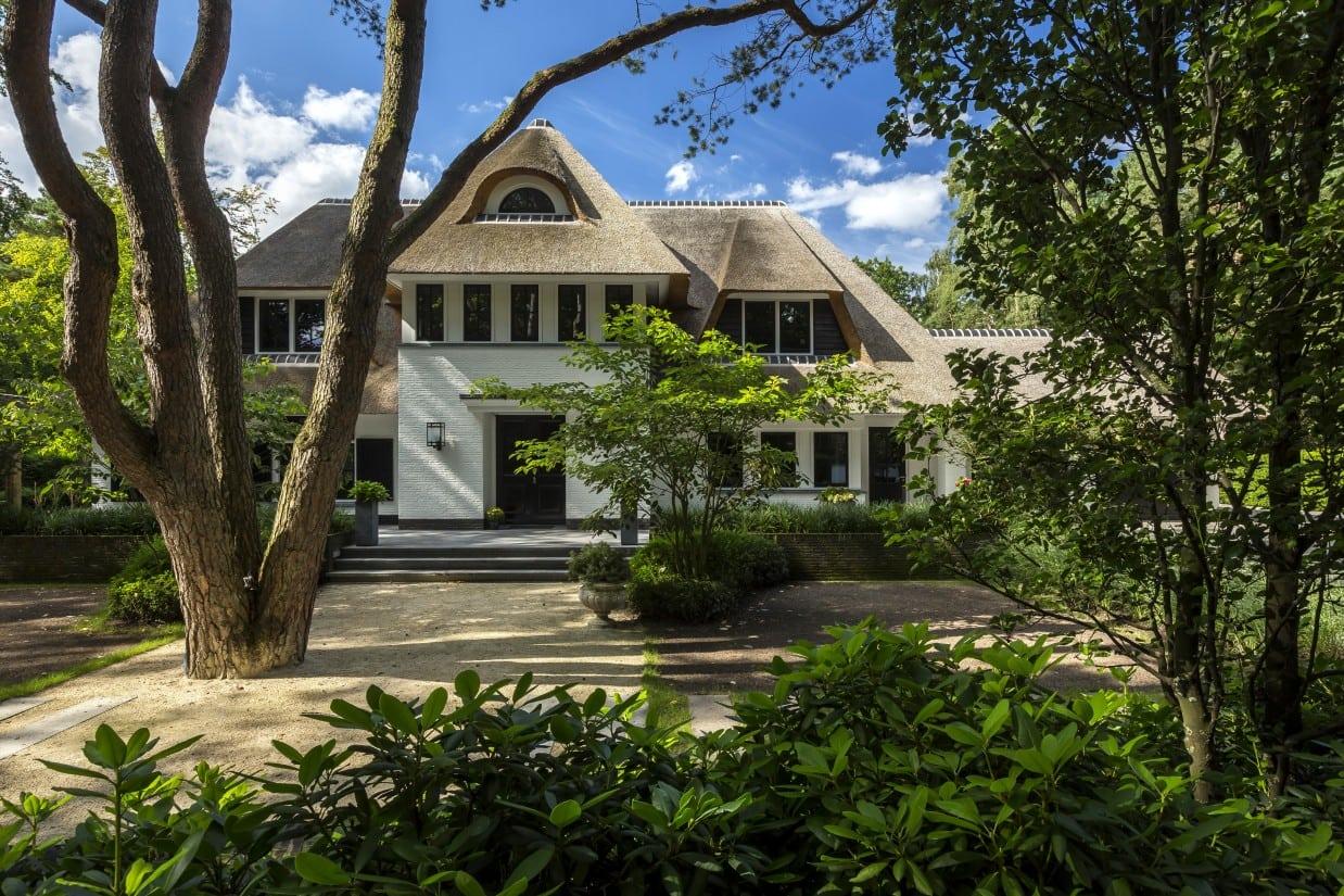 16. Rietgedekte villa bouwen, landhuis voorzijde entree