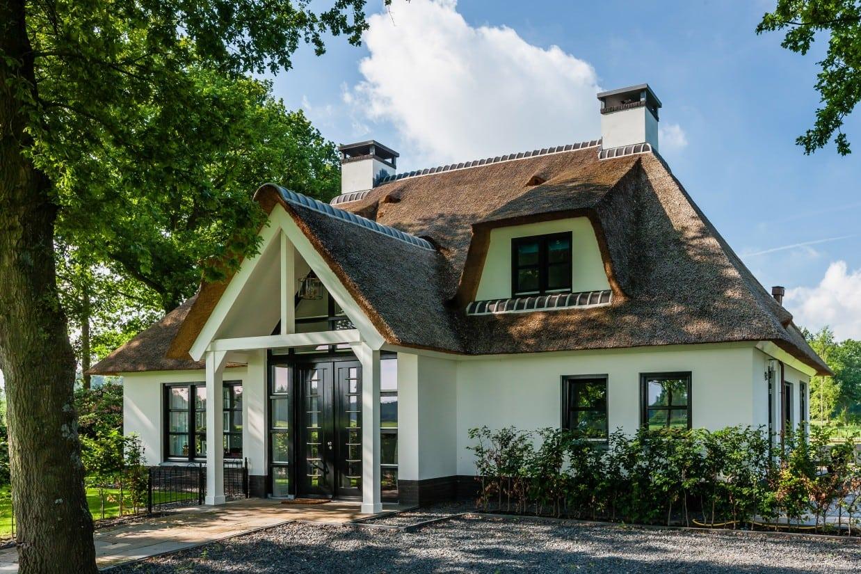 17. Rietgedekte villa bouwen, prachtige entree