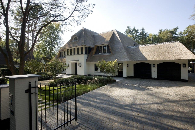 2. Rietgedekte villa bouwen, dubbele garage Villa Veluwe