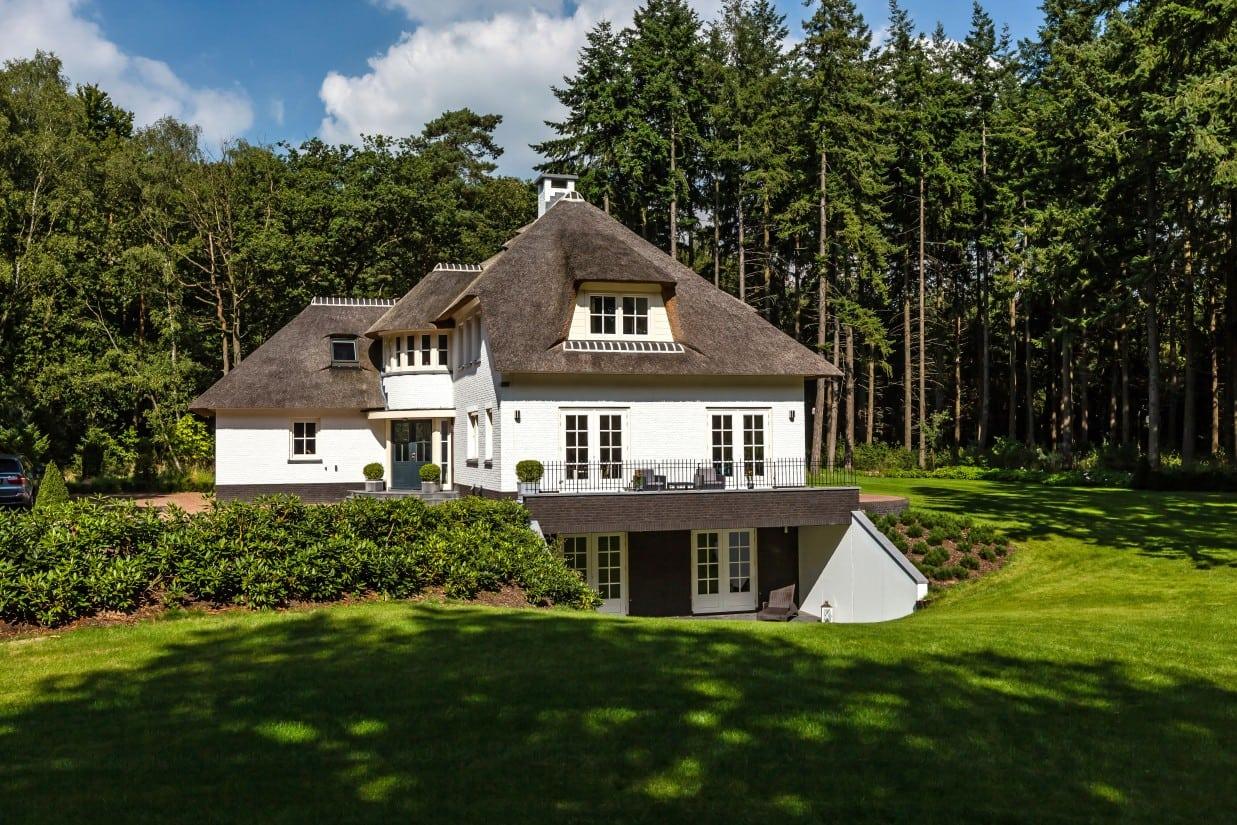2. Rietgedekte villa bouwen, groot landhuis helemaal onderkelderd