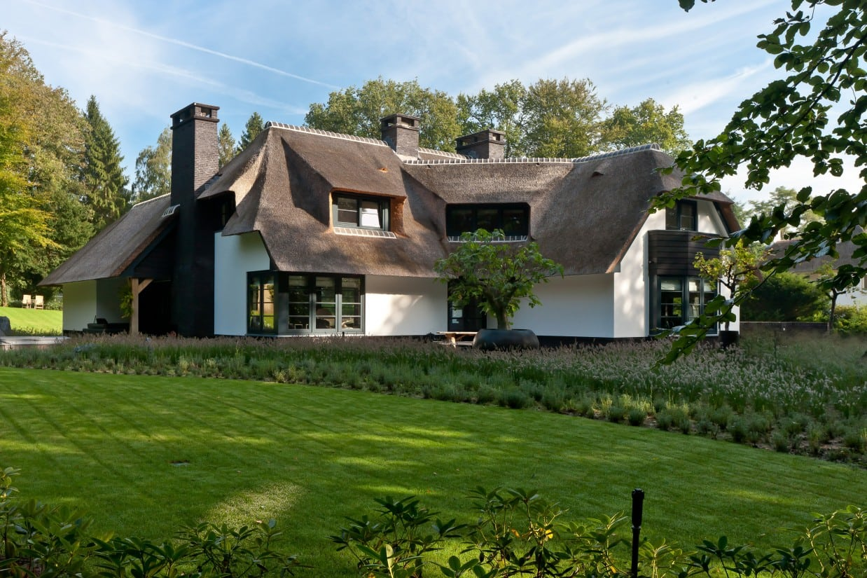 2. Rietgedekte villa bouwen, prachtige villa, op enorm grote kavel te Laren