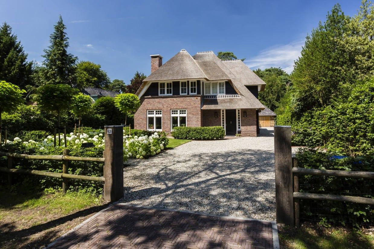 2. Rietgedekte villa bouwen, rietgedekte villa te Bilthoven