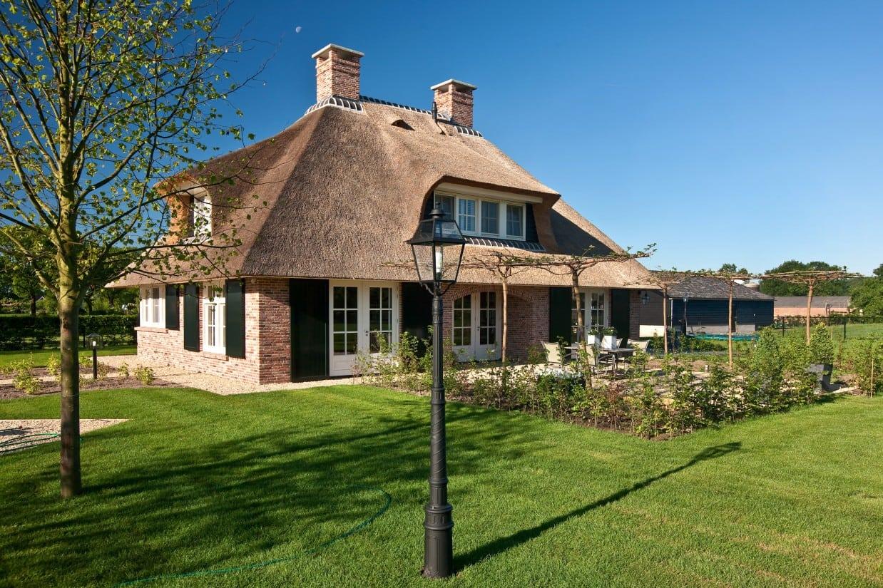 2. Rietgedekte villa bouwen, schitterend landhuis met rietgedekt, dakkapelen