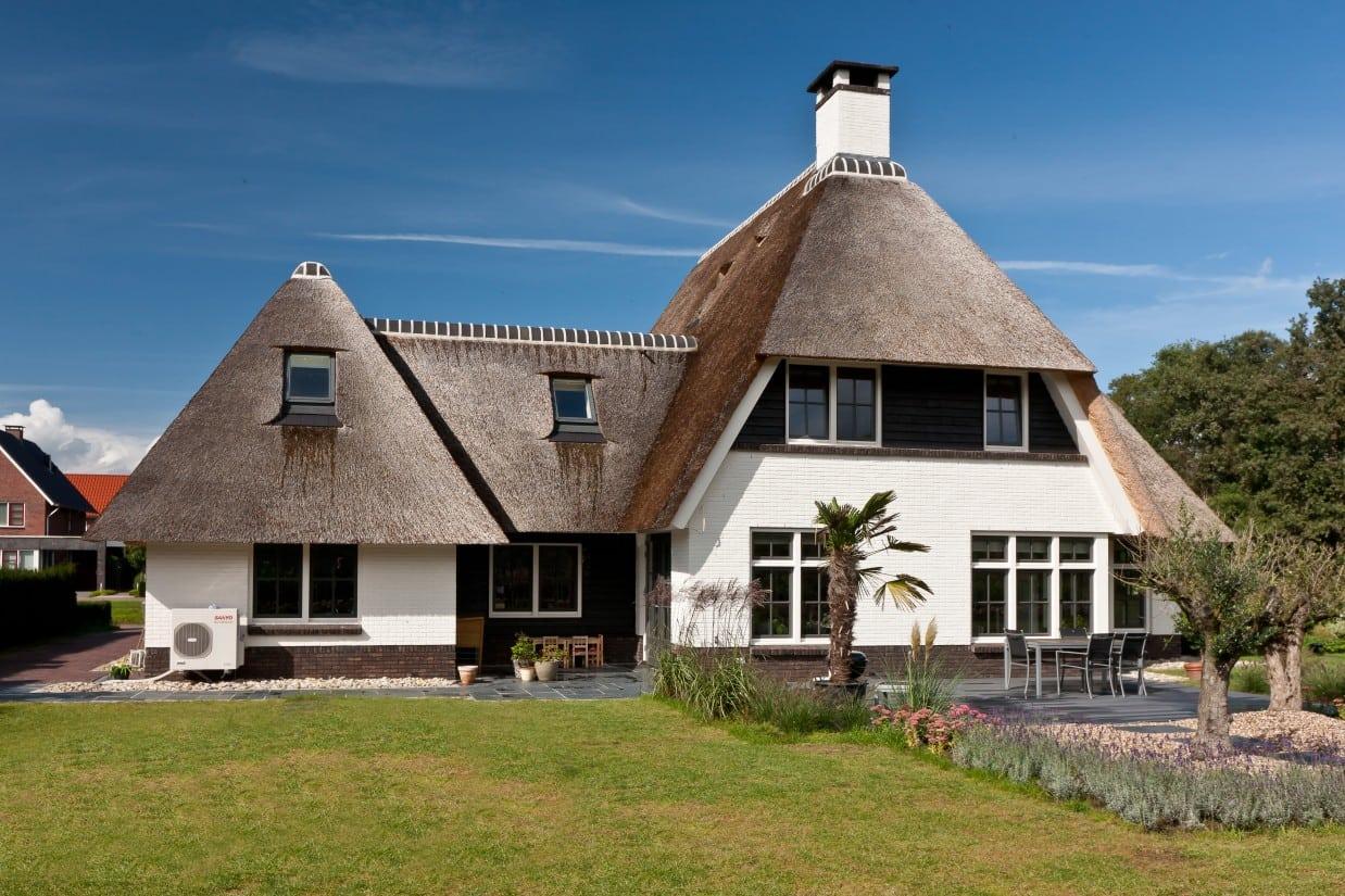 2. Rietgedekte villa bouwen, villabouw te Almelo