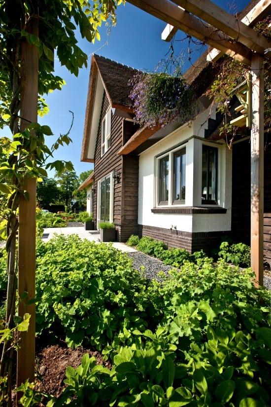 2. Rietgedekte villa bouwen, villabouw, wit gekeimd, douglas delen