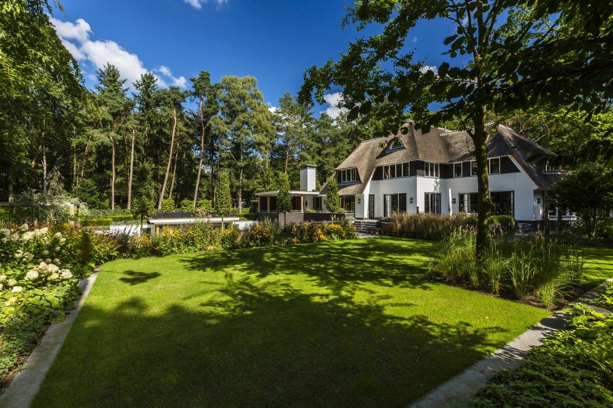 20. Rietgedekte villa bouwen, landhuis op bosachtige kavel