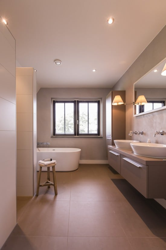 21. Rietgedekte villa bouwen, landhuis badkamer