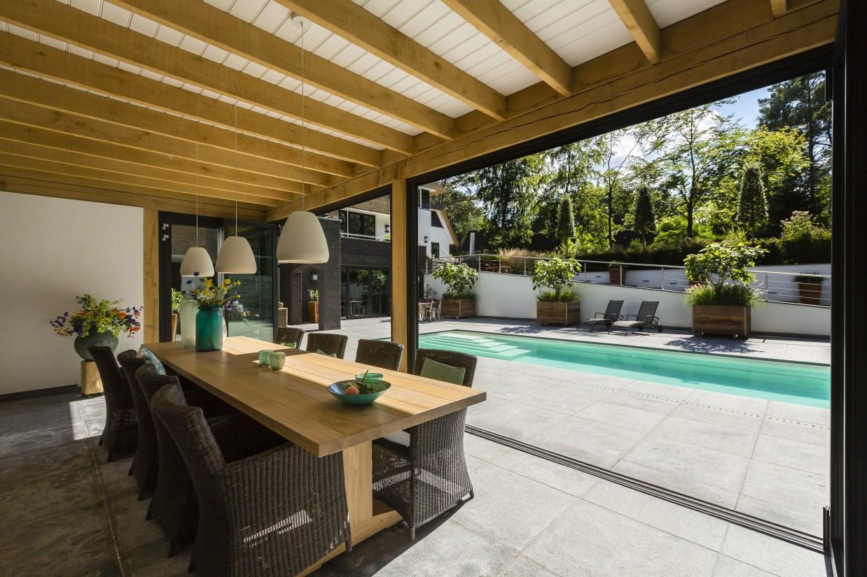27. Rietgedekte villa bouwen, landhuis buitenkeuken interieur