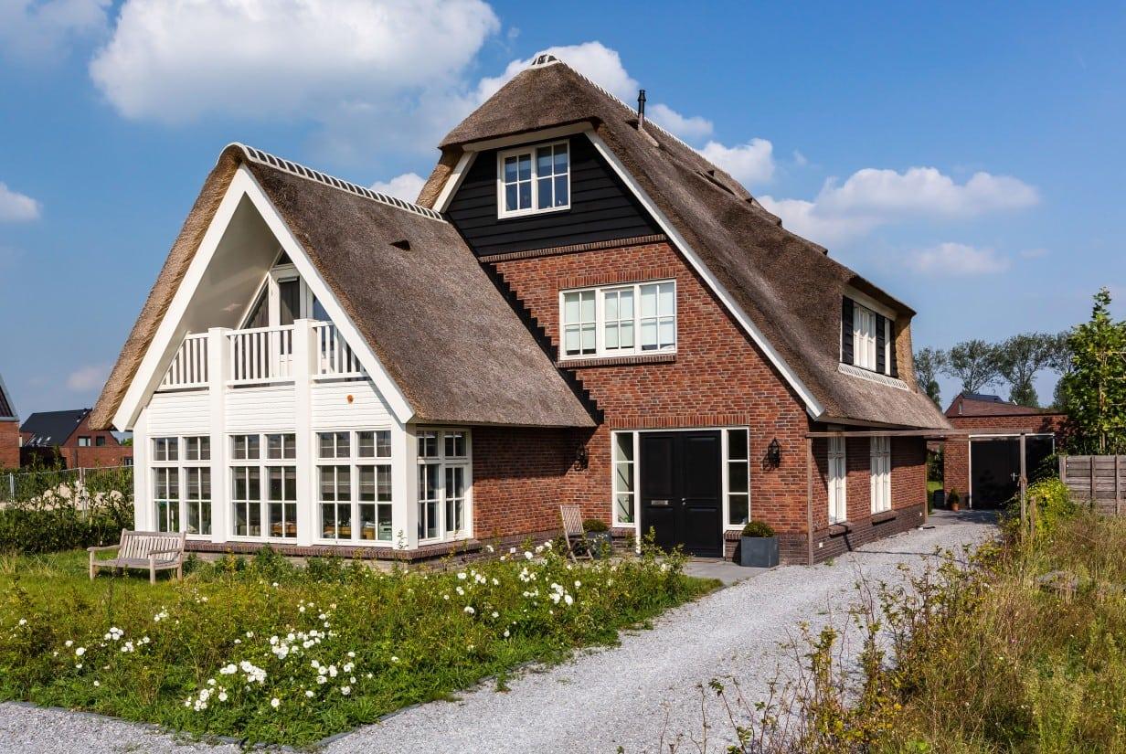 3. Rietgedekte villa bouwen, kopgevel met wolfseind