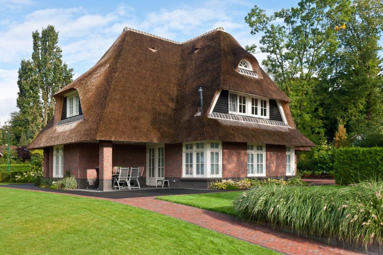 3. Rietgedekte villa bouwen, landhuis met overdekt terras