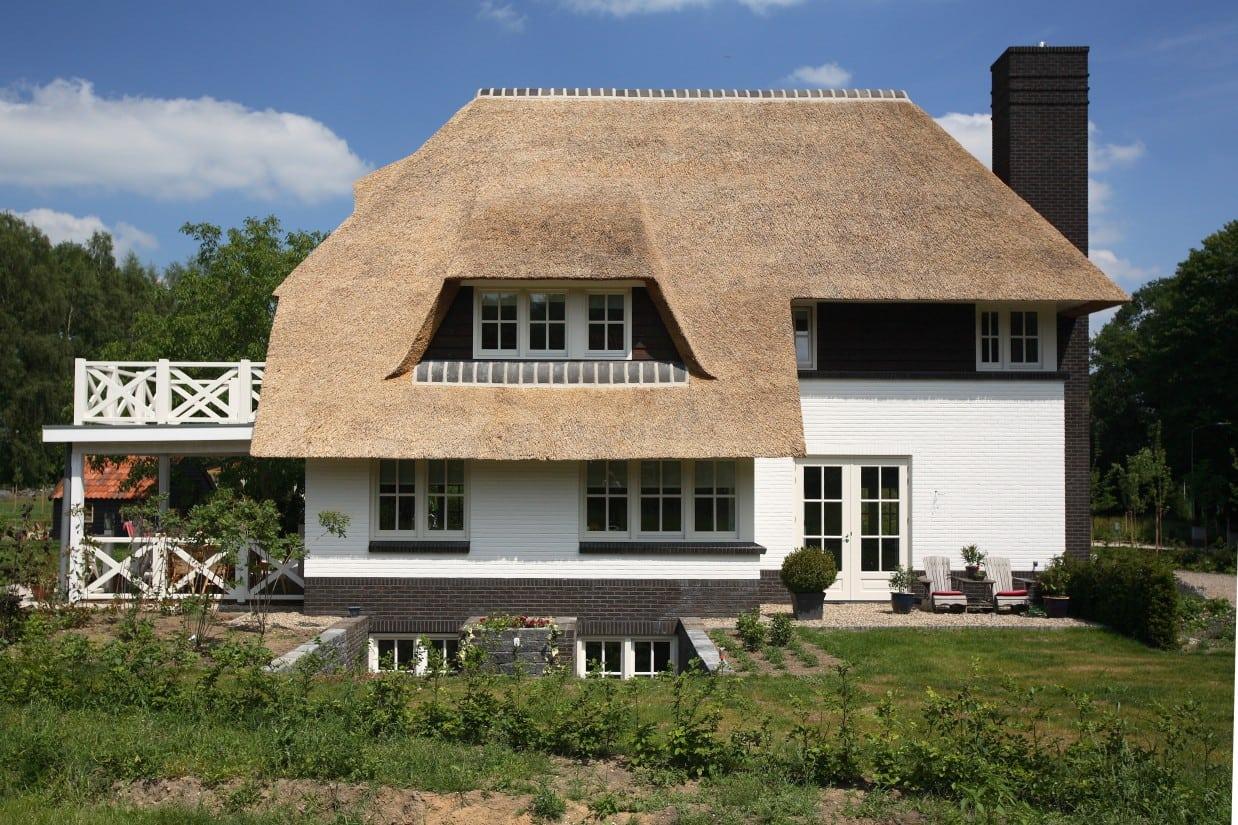 3. Rietgedekte villa bouwen, villa met prefab kelder