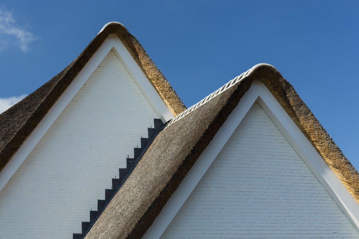 4. Rietgedekte villa bouwen, landhuis detail zijgevel