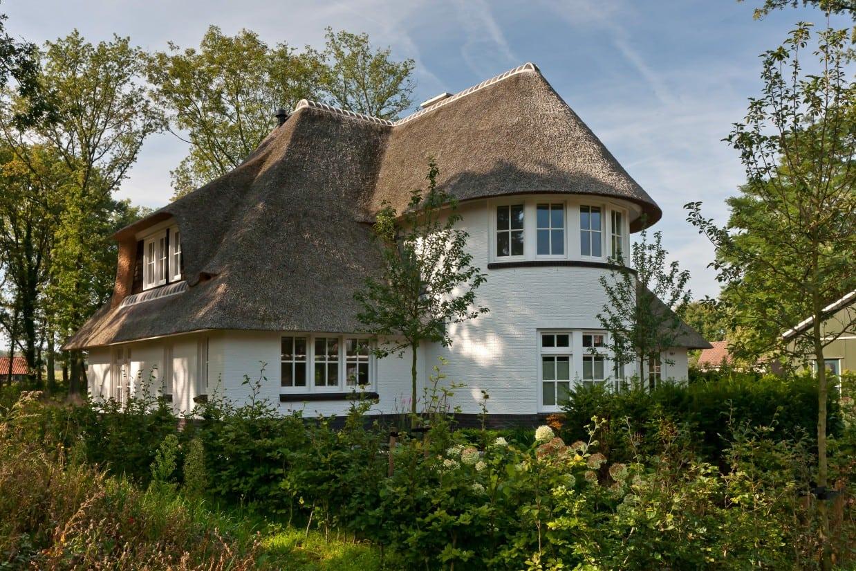 4. Rietgedekte villa bouwen, villabouw met tuin ontwerp
