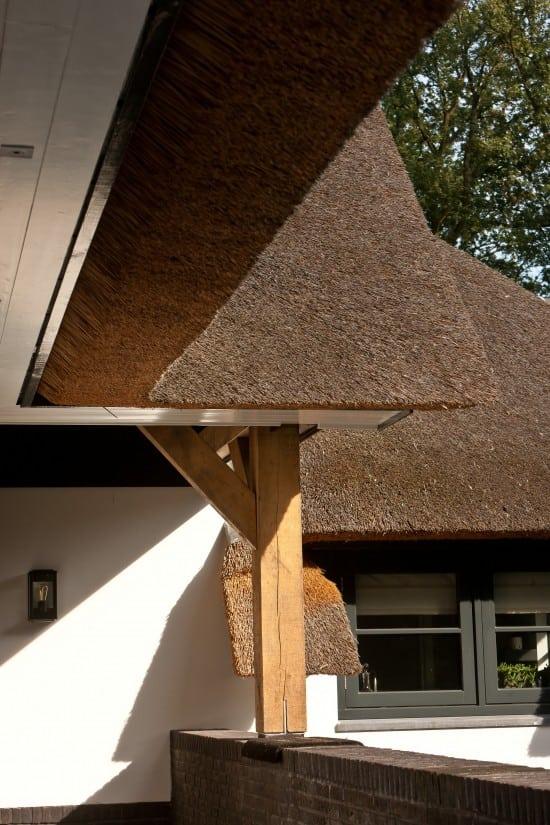 5. Rietgedekte villa bouwen, eiken constructie, met rietendak