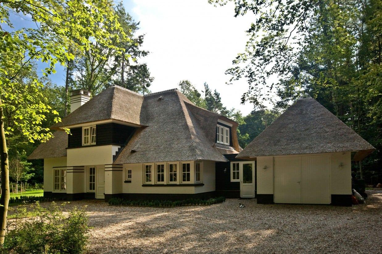 5. Rietgedekte villa bouwen, karakteristieke villa met rietenkap en vrijstaande garage te Epse