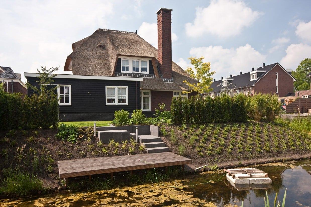5. Rietgedekte villa bouwen, mooie rietgedekte villa gelegen aan het water te Leusden