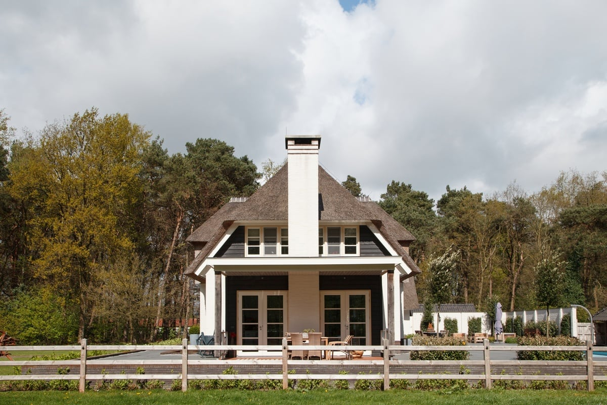 5. Rietgedekte villa bouwen, villa epe zijaanzicht