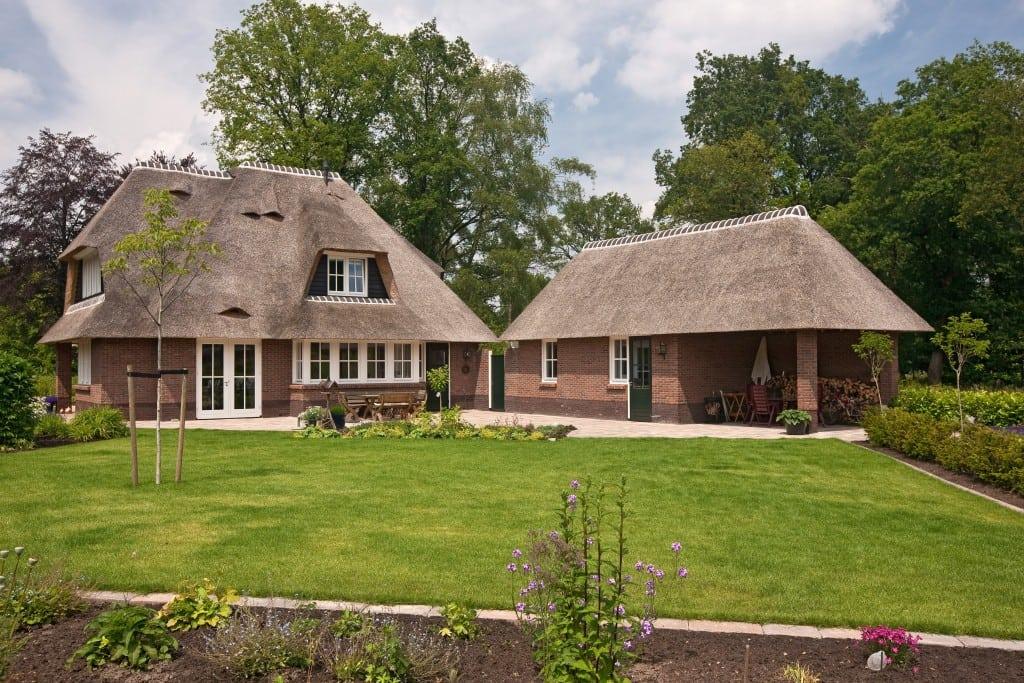 5. Rietgedekte villa bouwen, villabouw, enorme garage schuur