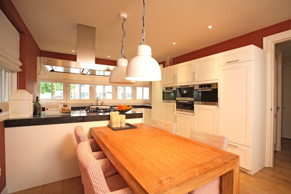 5. Rietgedekte villa bouwen, villabouw, moderne keuken gerealiseerd in Zeist