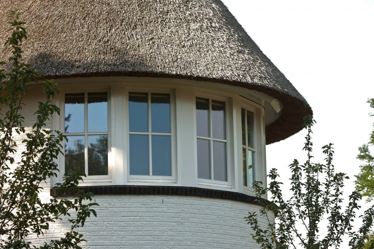 6. Rietgedekte villa bouwen, villabouw, ronde uitbouw met veel daglicht