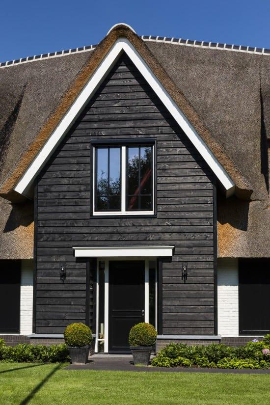 7. Rietgedekte villa bouwen, landhuis detail entree
