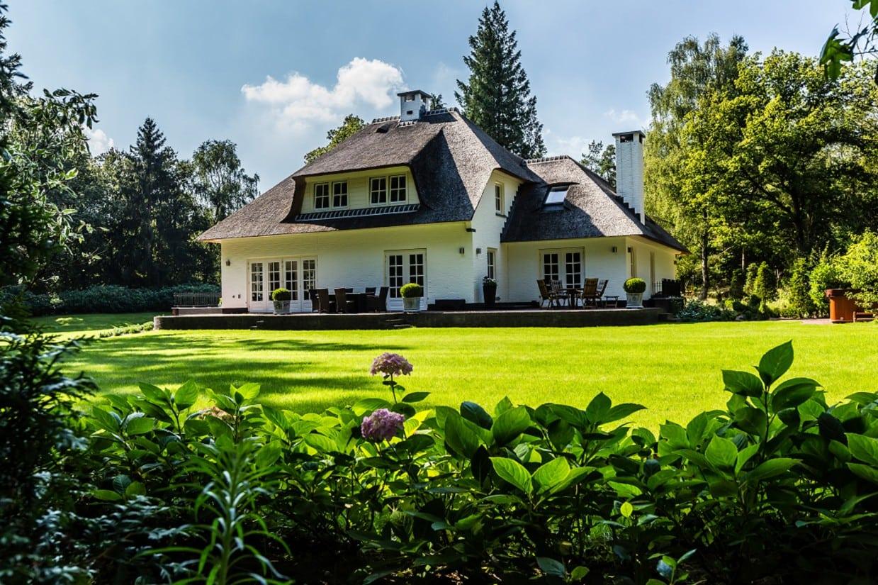 7. Rietgedekte villa bouwen, stijlvolle tuin in Leersum