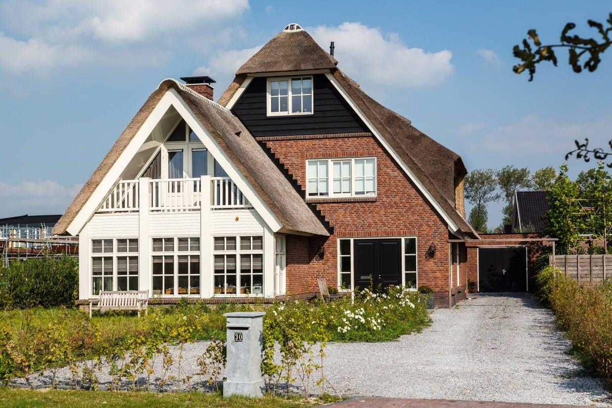 8. Rietgedekte villa bouwen, oprit villa te Utrecht