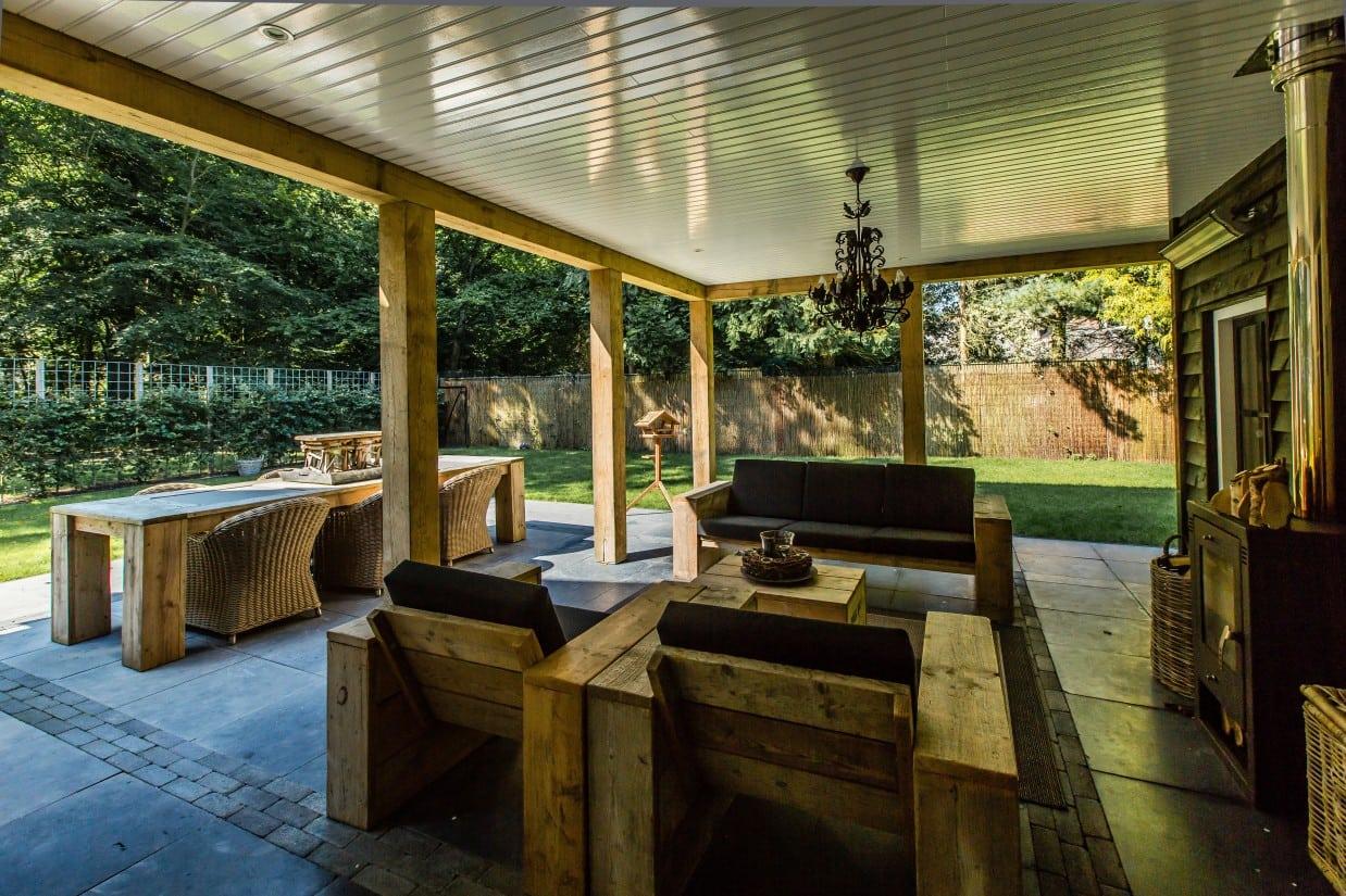 8. Rietgedekte villa bouwen, overkapt terras
