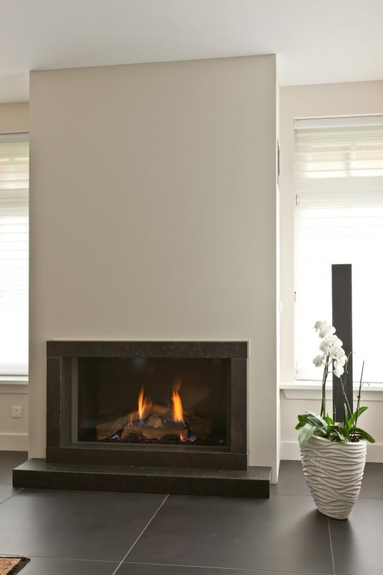 9. Rietgedekte villa bouwen, heerlijke warme sfeerhaard in de luxe villa te Almelo.