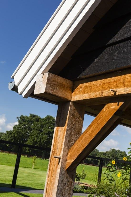 9. Rietgedekte villa bouwen, landhuis detail afwerking overkapping