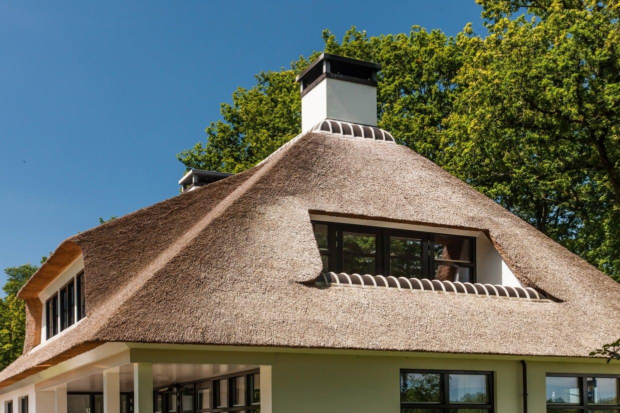 9. Rietgedekte villa bouwen, verzonken balkon