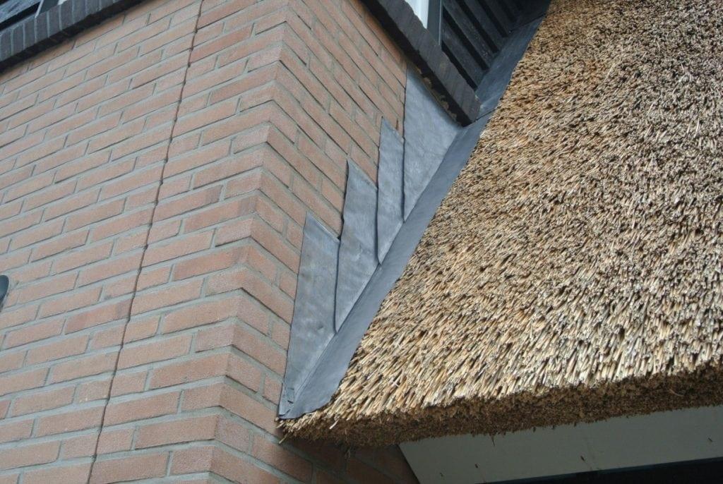 Loodafwerking rieten dak