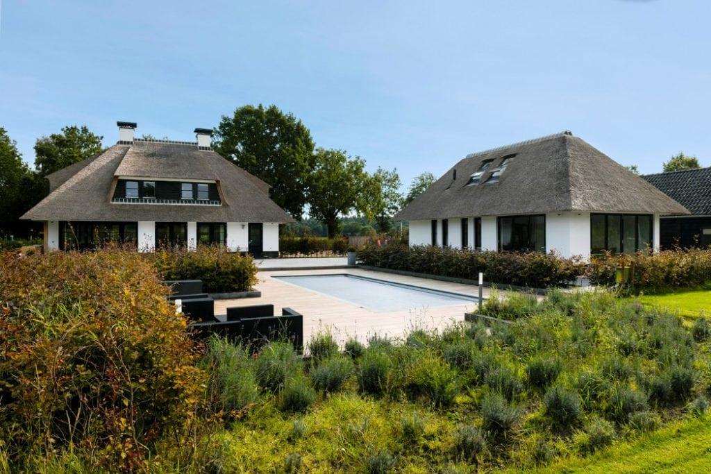 Landhuis te Ulvenhout met zwembad en schuur